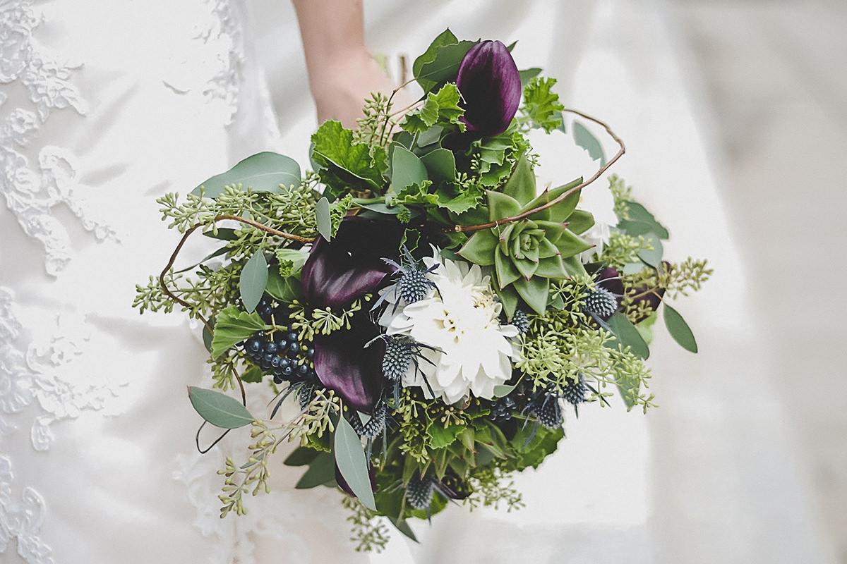 2018 wedding floral trends grand rapids michigan studio d2d white and purple wedding bouquet with fresh greenery izmirmasajfo