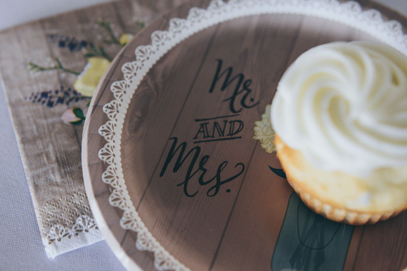pic of a cupcake on a plate that says mr and mrs