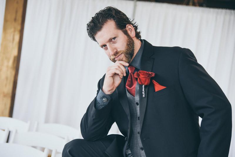 groom looking goofy during photos